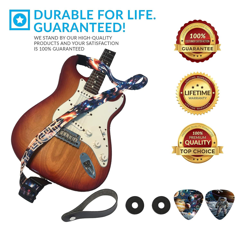 Colgador de guitarra infantil con diseño del espacio - Pack de correa para niños con 2 cierres para correas y 2 púas a juego - Correa para guitarra ...