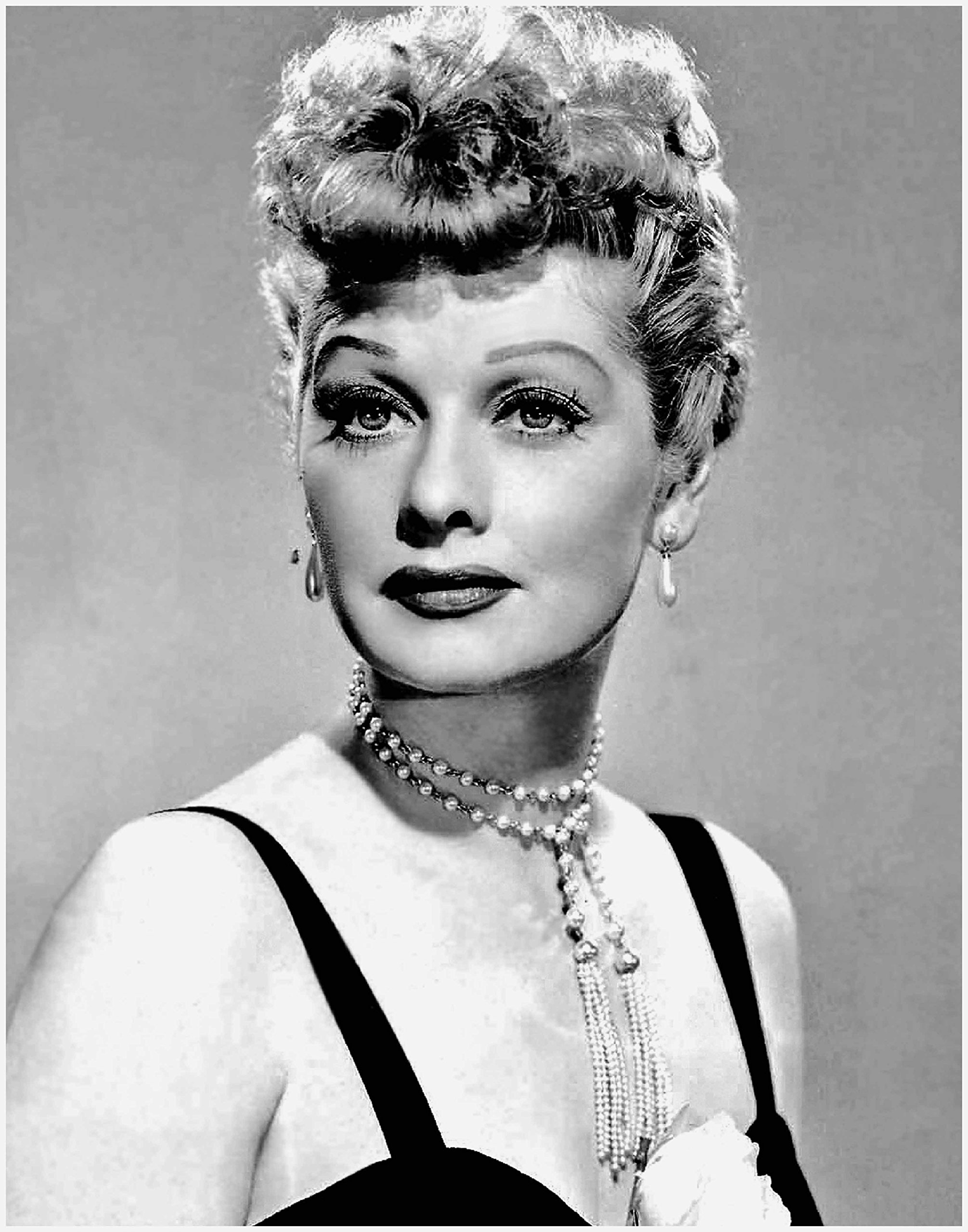 ArtDash® Photo Art Print by Actress LUCILLE BALL Black and White Photograph (8''×10'' print)