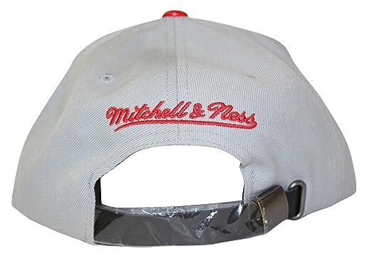 8249d7cca86 Amazon.com   Mitchell   Ness Chicago Bulls Katrina 3 Color Pop Strapback Hat    Sports   Outdoors