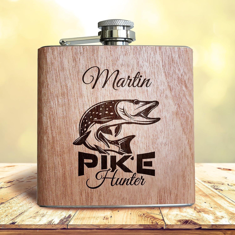 Flachmann aus Holz Angler Geschenk Pike Hunter Angeln Fischen mit Hecht und pers/önlicher Namens Gravur