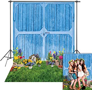 Spring Blue Barn Door Backdrop Garden Colourful Floral Green Grass Photography Background Easter Birthday Wedding Bridal Party Decor Banner Video Photo Booth Studio Props 5x7FT