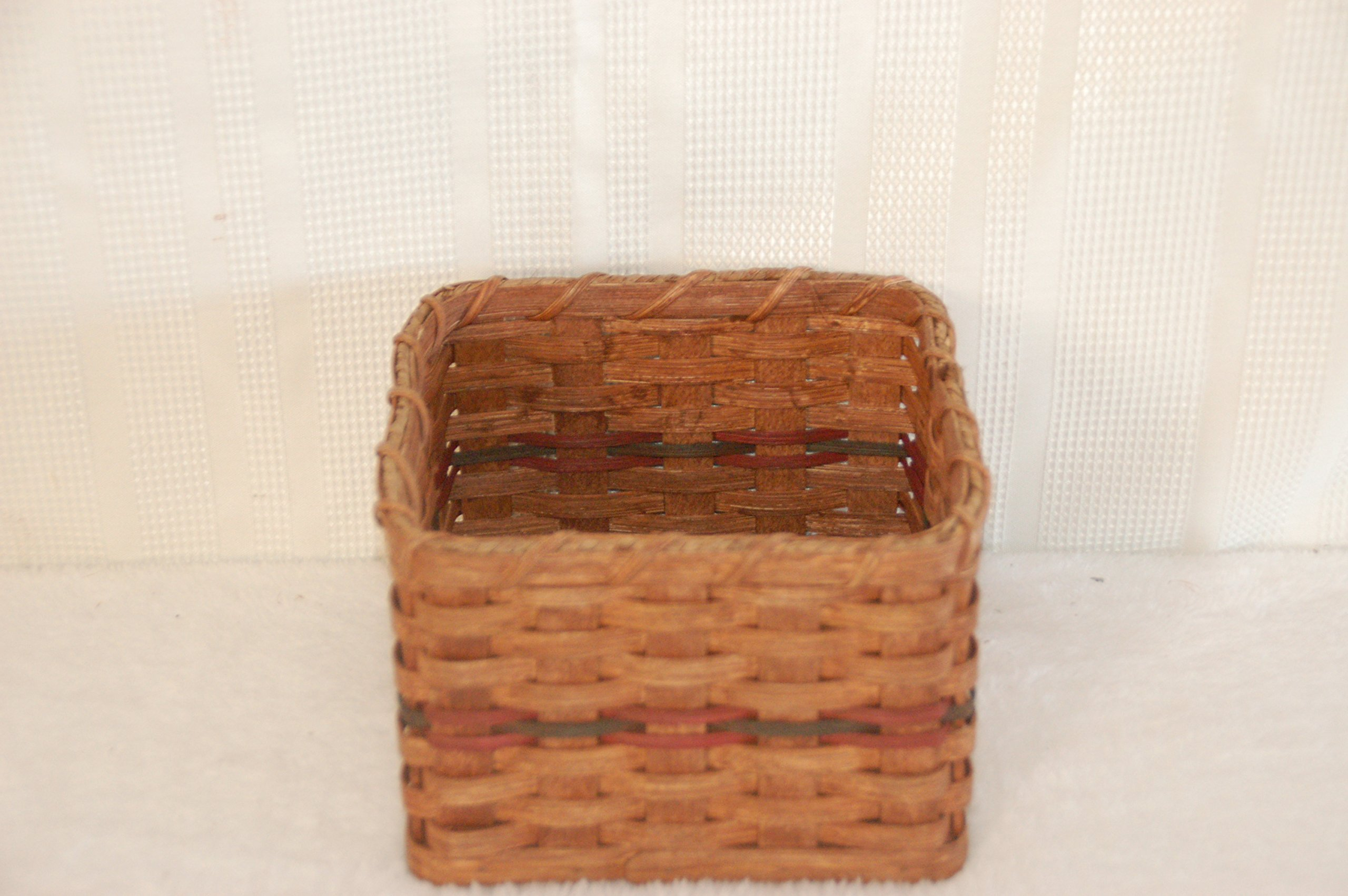 Amish Rustic Country Home Decor Napkin Basket. Amish Handmade Basket Designed to Hold Napkins. Perfect for Family Cookouts, Potlucks, and Church Socials. Makes a Beautiful Setting on the Table Especially When Combined with the Paper Plate Basket. Measures