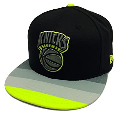 5d10c4102967f Amazon.com   New Era 9Fifty Stripe Hook New York Knicks Black