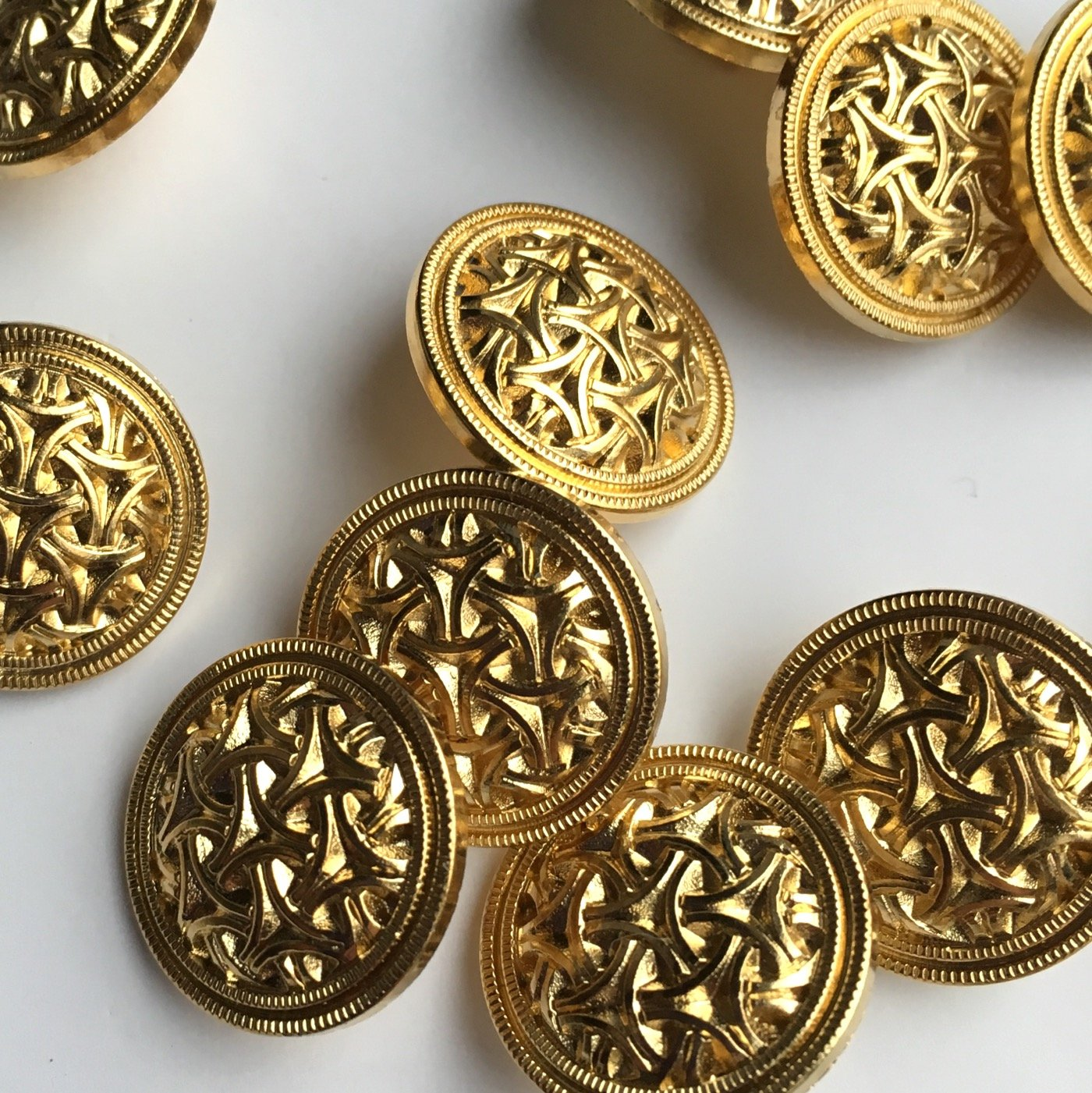 10 pack, 18mm gold celtic lattice buttons The Button Shed