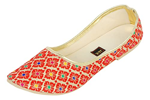 9b3702afd4f8 J   K Currant Red Women s Mojaris  Buy Online at Low Prices in India ...