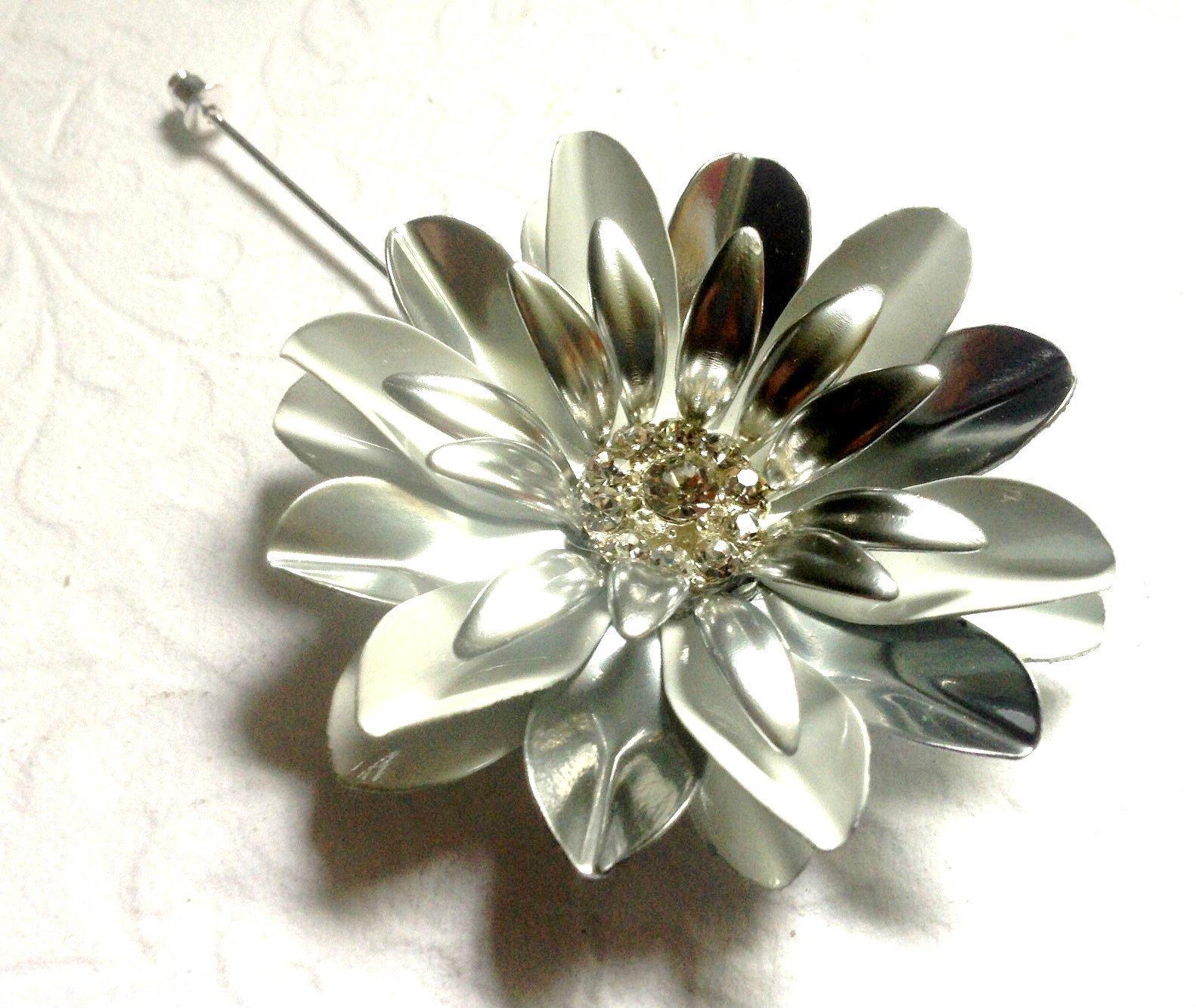 Large White and Silvertone Painted Metal Flower Lapel Pin Enamel Rhinestone Daisy