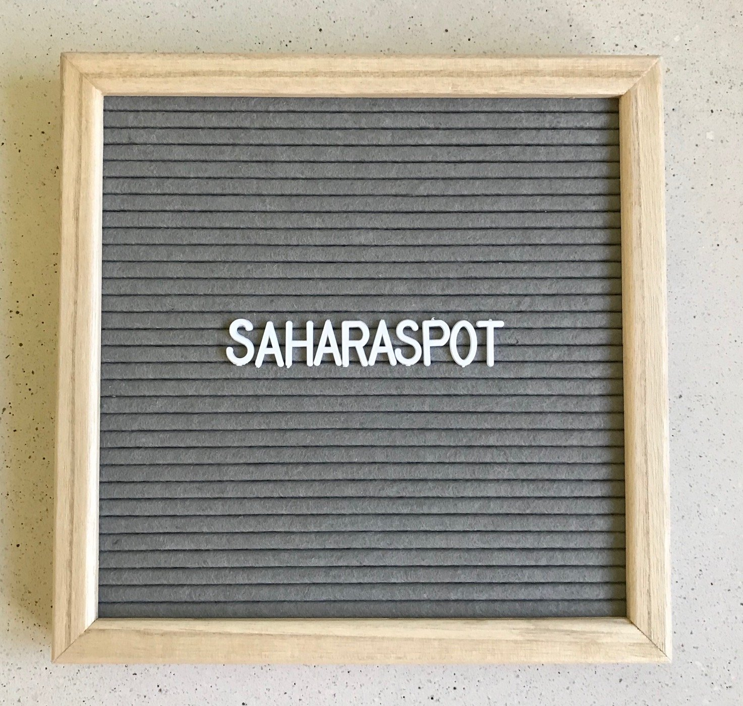 Letter Board - Changeable Letter Sign, Gray Felt, 340 Characters: Letters, Punctuations, Emojis, Numbers. Drawstring Canvas Bag, Sawtooth Hook, Handy Scissors. Bonus: Display Stand