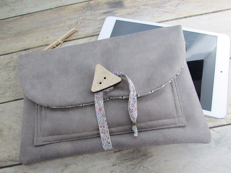Housse pour tablette fait main, Pochette ipad et mobile, triple poche zippée en simili cuir gris molletonné - 24 x 16 cm, Cadeaux, anniversaires, Noël