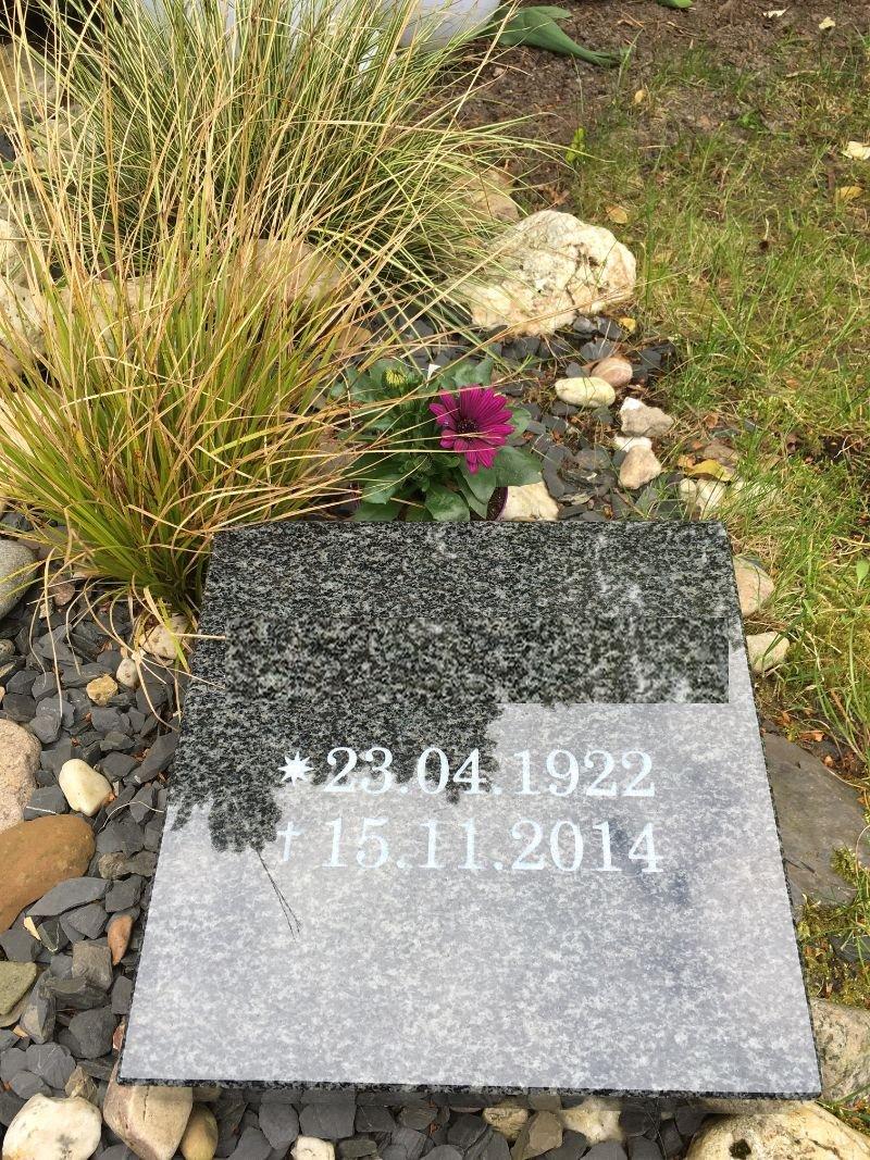 Grabplatte mit Gravur Granitplatte Grabstein Liegestein Urnenstein 30cm x 30cm x 6cm Grabplatte Impala