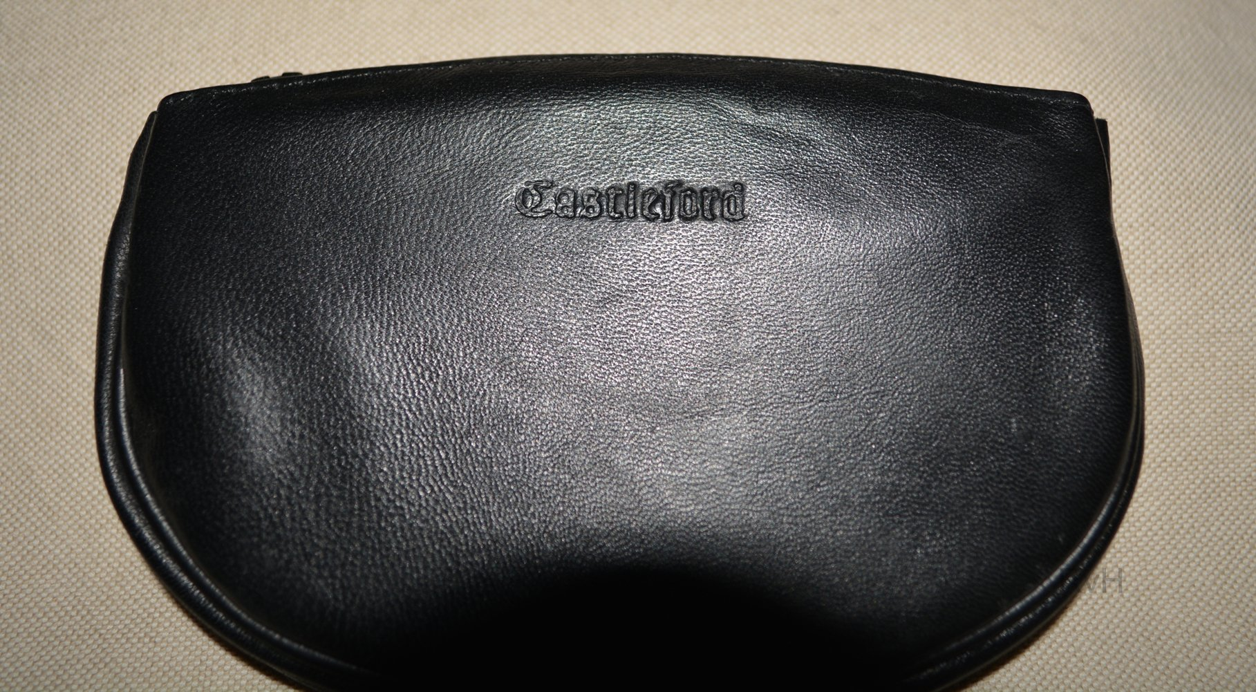 Castleford Zippered Leather Oval Pipe Tobacco Pouch