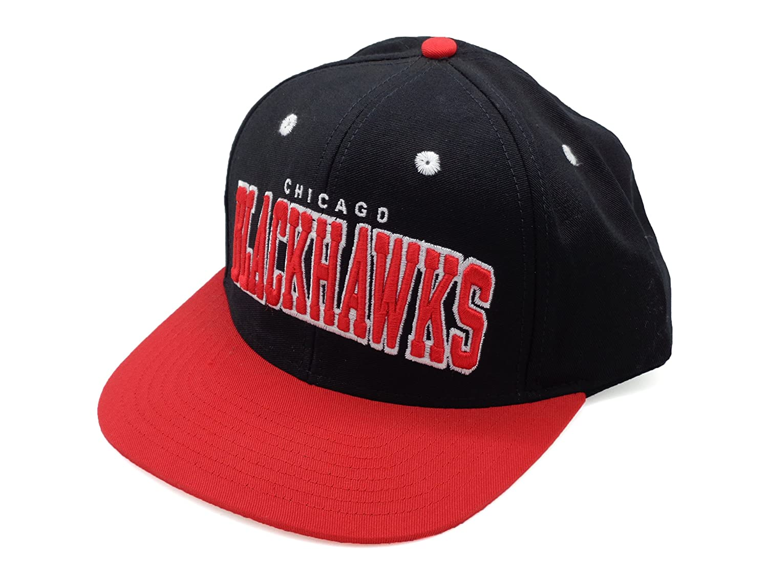 9e93918da71 Amazon.com   NHL Chicago Blackhawks Retro Flat Bill Black Red Snapback Hat  Cap Reebok   Sports Fan Baseball Caps   Sports   Outdoors