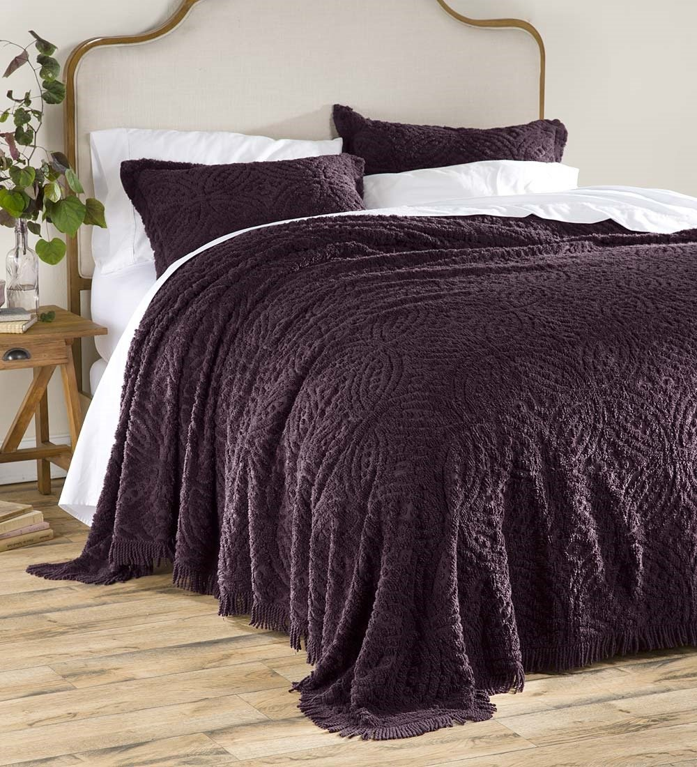 Wedding Ring Tufted Chenille King Bedspread, Eggplant Plow & Hearth 90881-EG