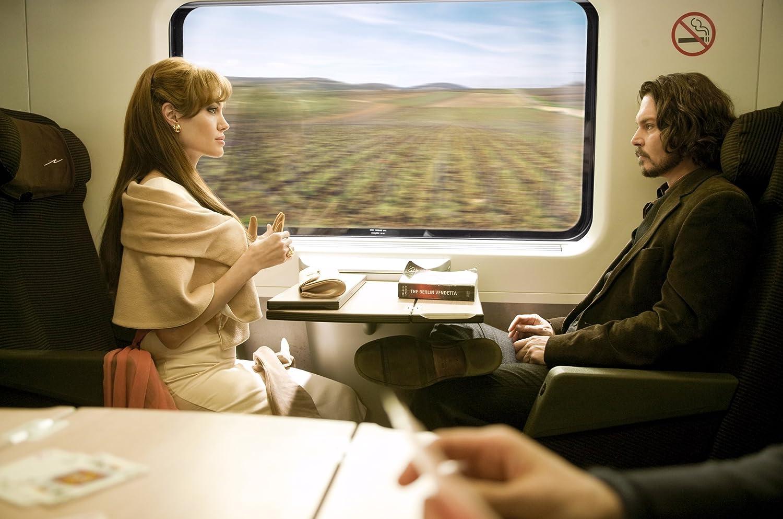 Amazon Com The Tourist Johnny Depp Angelina Jolie Florian Henckel Von Donnersmarck Movies Tv