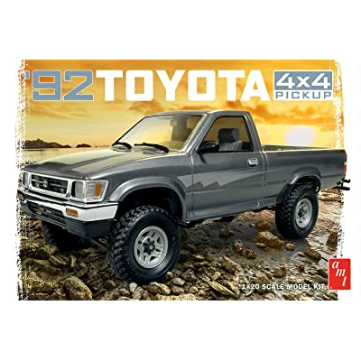 AMT AMT1082 1992 Toyota Pick-Up Model Kit, White, 1:20 Scale: Toys & Games