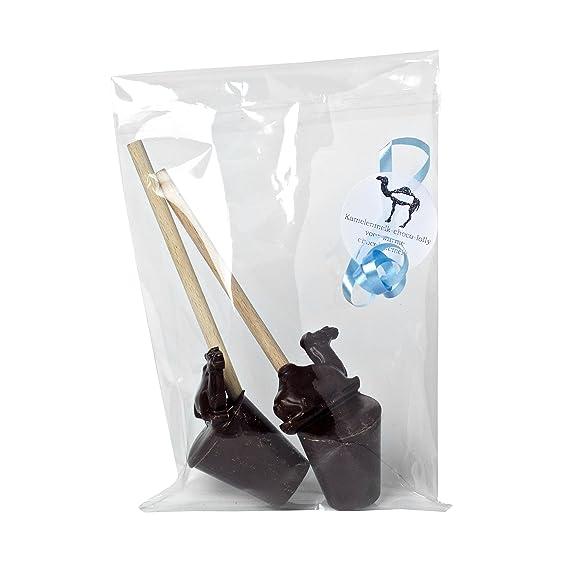 Chocolate caliente en palo de madera con leche de camel en forma de camello, adecuado