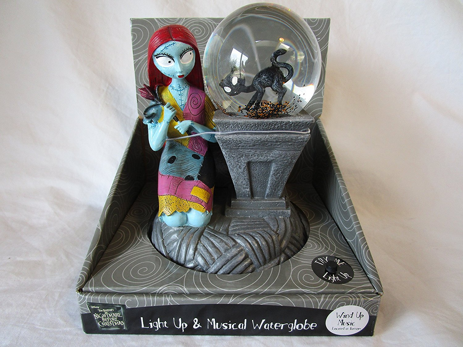 THE NIGHTMARE BEFORE CHRISTMAS '' SALLY '' LIGHT UP / MUSICAL WATER-GLOBE SNOW GLOBE FIGURE