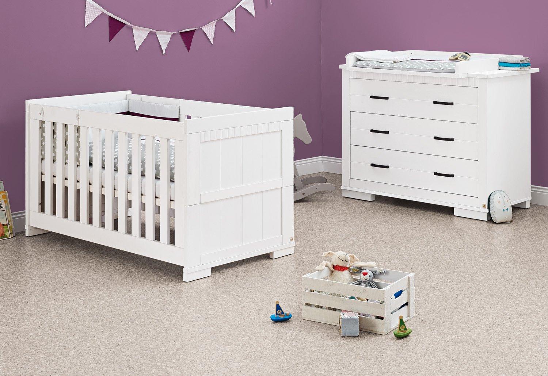 Pinolino Sparset Skrollan breit, 2-teilig, Kinderbett (140 x 70 cm) und breite Wickelkommode mit Wickelaufsatz, weiß mit Holzmaserung (Art.-Nr. 09 00 41 B)