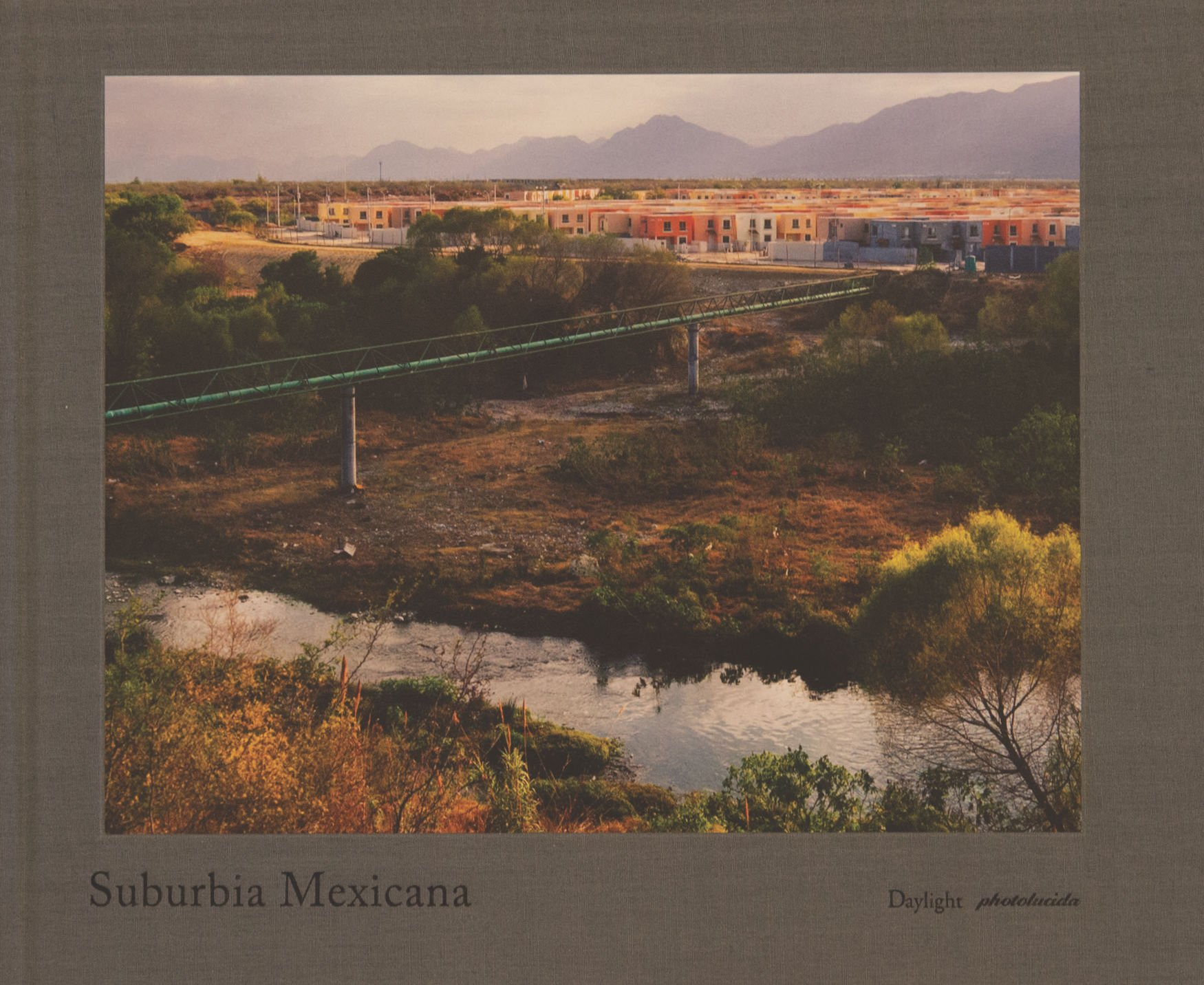 Suburbia Mexicana PDF