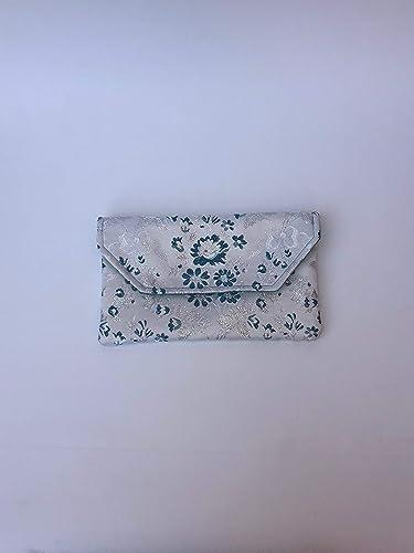 13cdfcd62 Bolso Clutch/Sobre de tela fallera valenciana blanca con estampado de  flores azules y plata