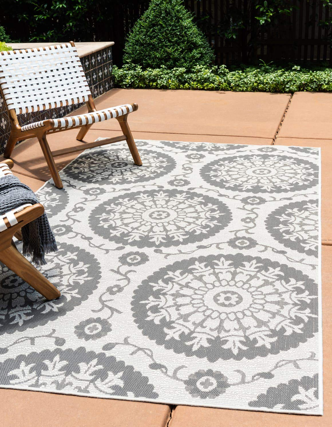 Unique Loom Outdoor Botanical Collection Floral Abstract Transitional Indoor and Outdoor Flatweave Gray Area Rug 3 3 x 5 0