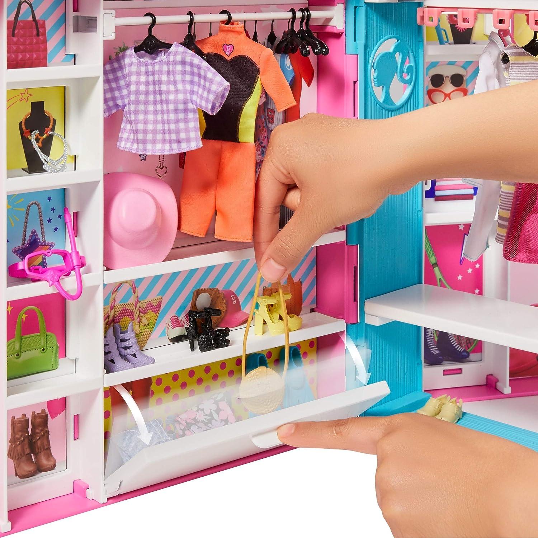 Giocattolo per Bambini 3+ Anni Barbie Armadio dei Sogni largo 60 cm Bambola non Inclusa GPM43 con 5 Abiti Diversi e +30 Accessori