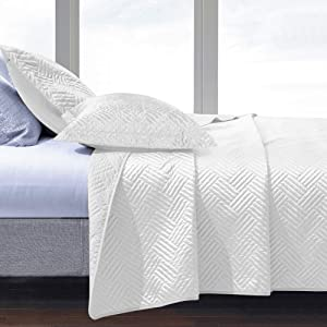 NTBAY Satin Quilt Coverlet Bed Set, 3 Piece Geometric Pattern Quilted Bedspread, King, White