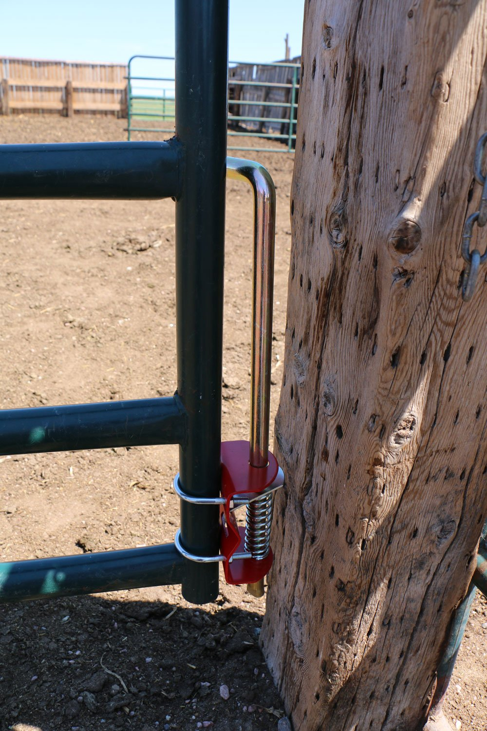 RanchEx 102554 Gate Anchor - Holds Gate In Place, For Round Tube Gates 1-3/4'' to 2'' Diameter