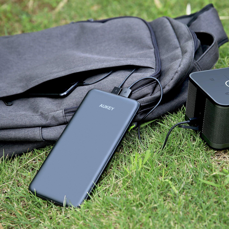 batería externa ultrafina AUKEY
