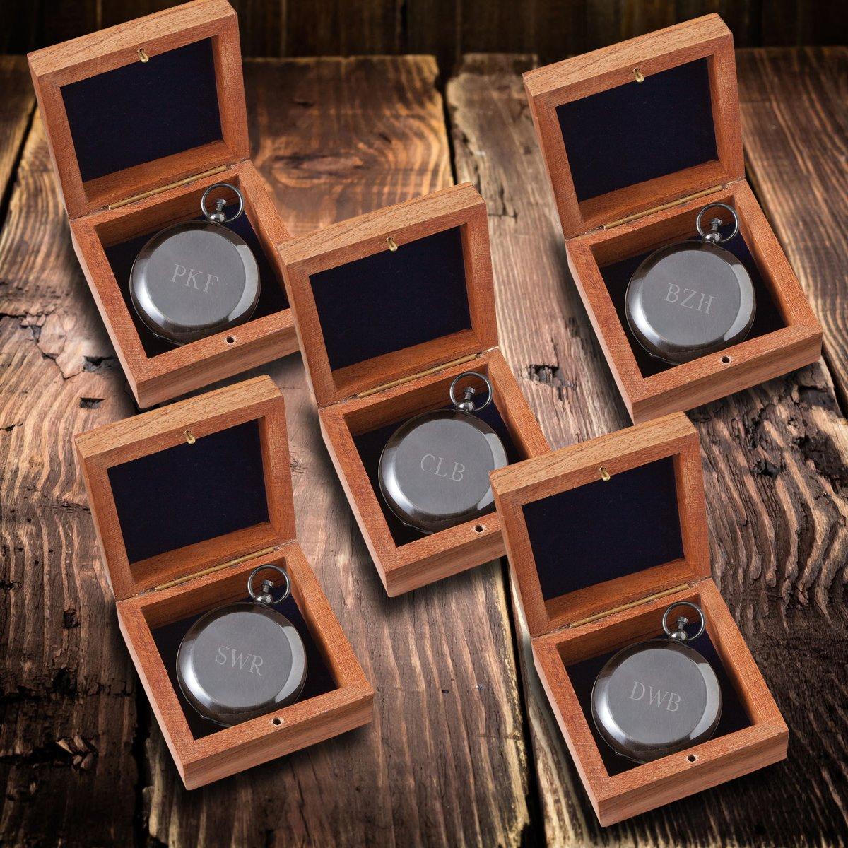 Personalizedガンメタル記念品コンパスwith Woodenボックス – セットof 5 – 3イニシャル B07B1HJ9X1