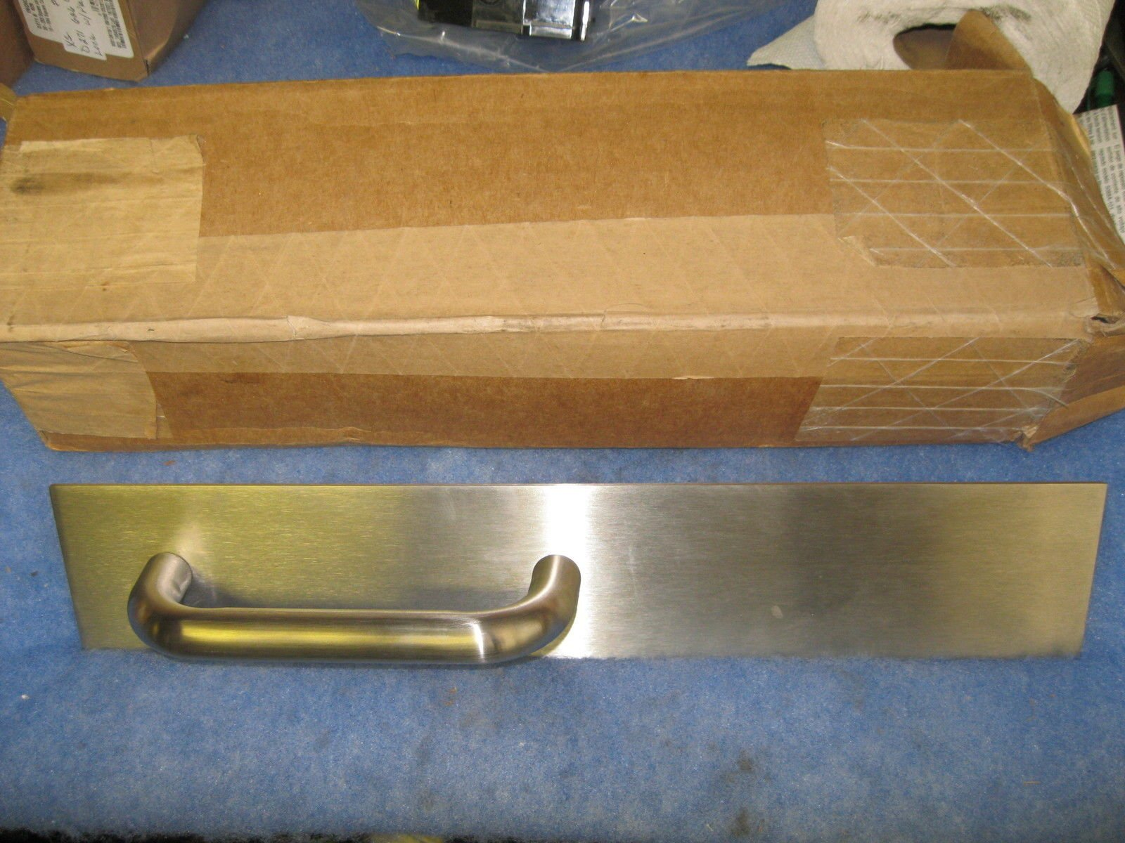 591473 trim Assy PTTo2 630 Exit Devicers Discovery Door