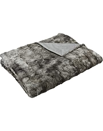 AmazonBasics Faux Fur Throw Blanket, 150 x 200 cm