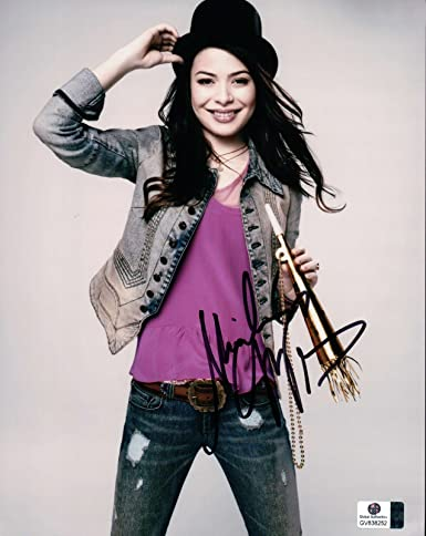 Miranda Cosgrove Signed Autographed 8x10 Photo Cure Sexy With Party Horn 838252