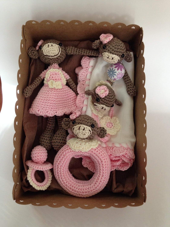 Canastilla de recién nacido de Monas Rosa para niñas hecha a mano.
