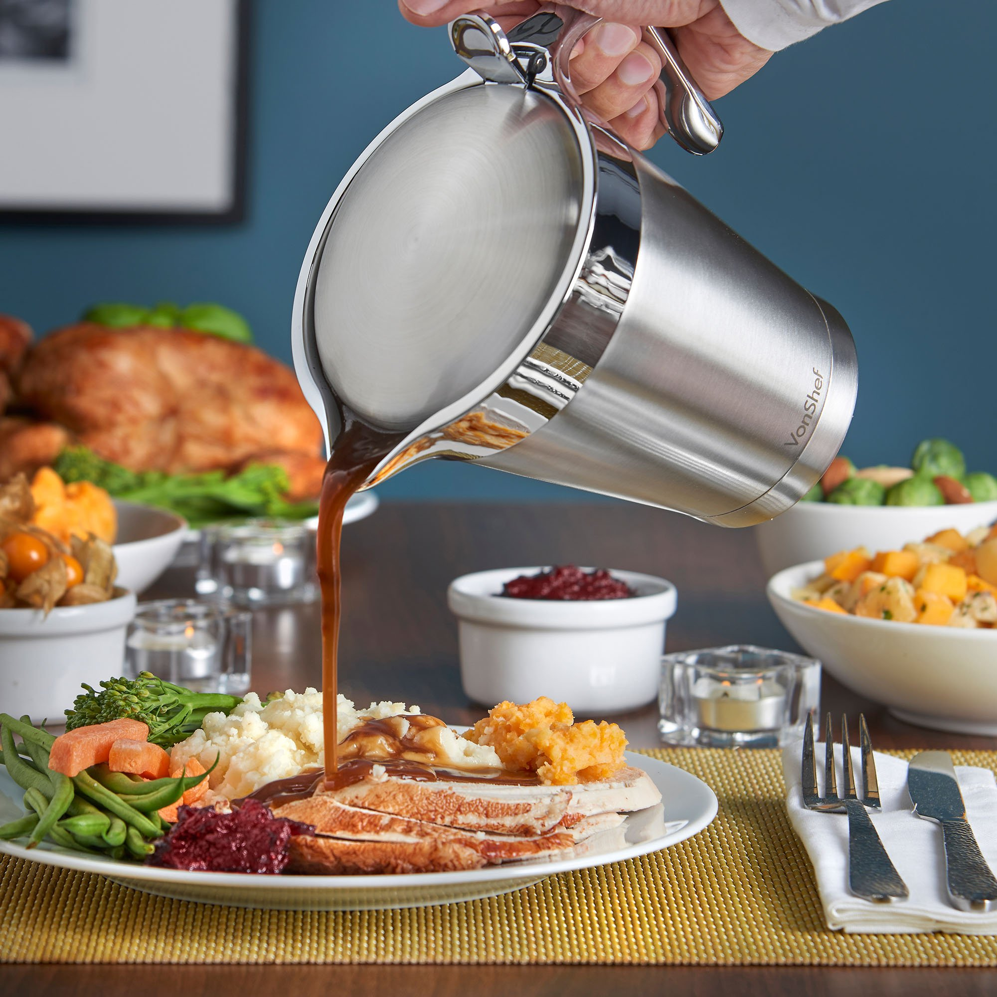 VonShef Stainless Steel 34oz Gravy Boat and Sauce Jug with Hinged Lid, Double Wall Insulated, Large 34 Fluid Ounces Capacity by VonShef (Image #2)
