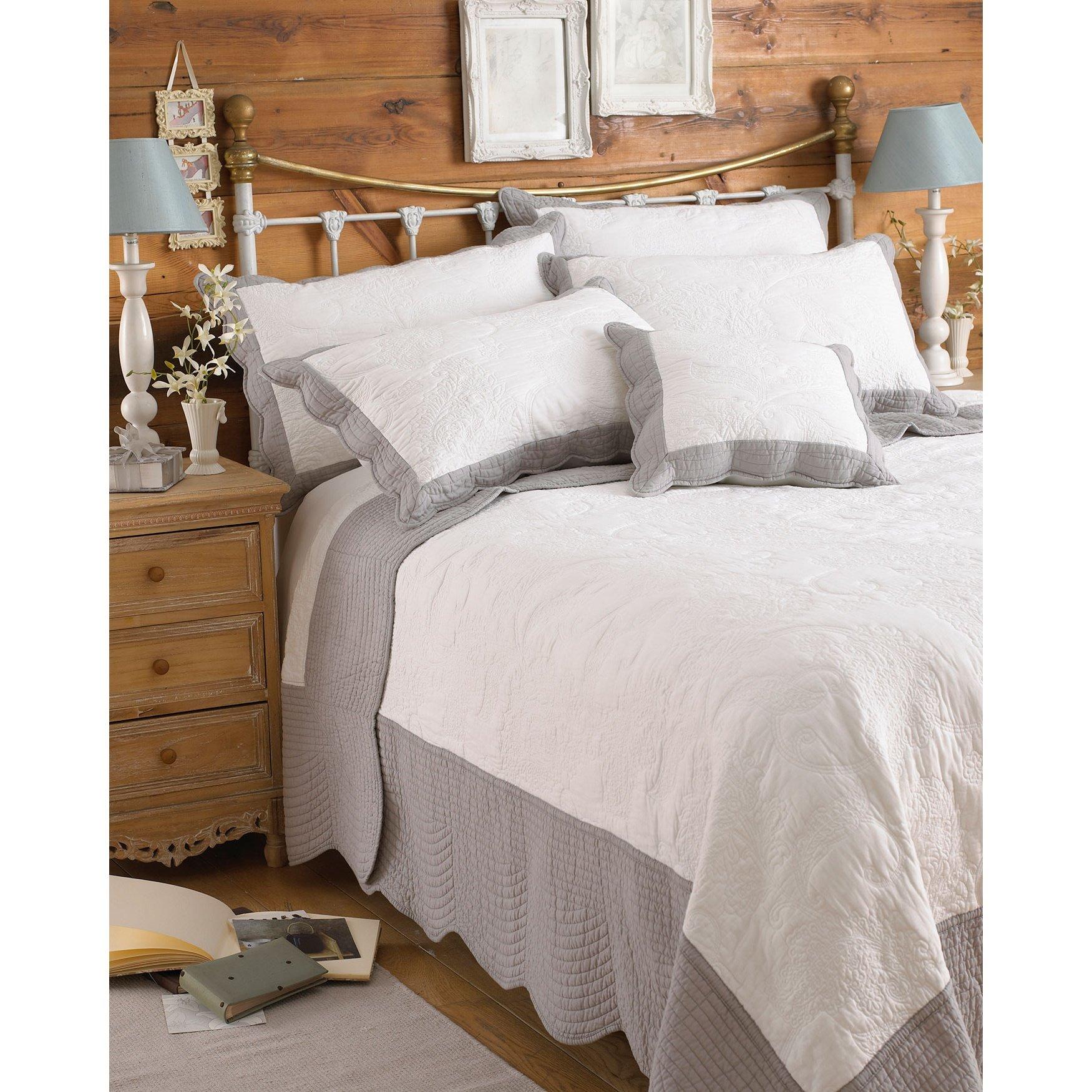Riva Home Fayence Bedspread (94 x 102 inch) (White/Grey)