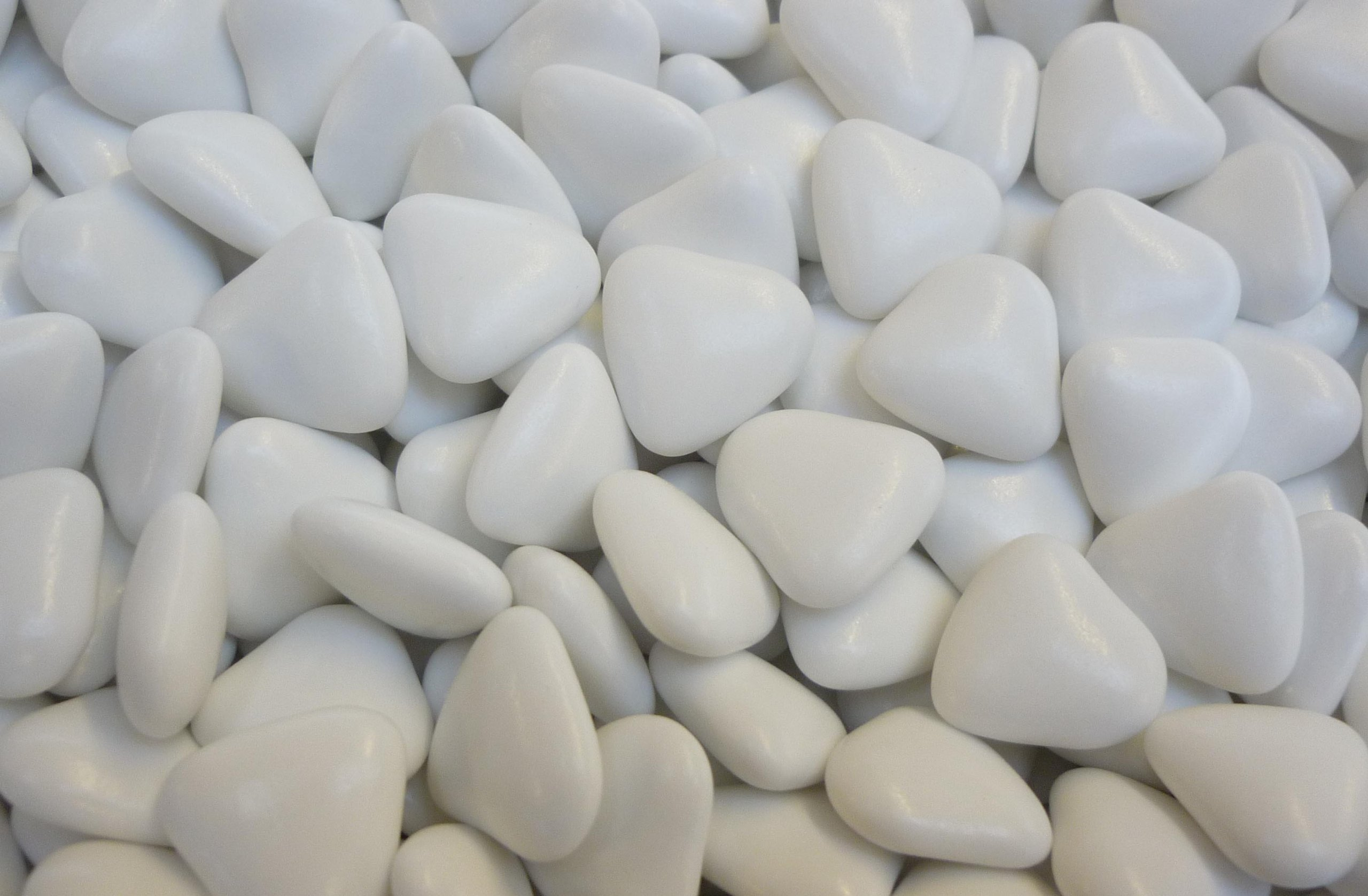 Italian Options Mini White Heart Chocolate Dragees 1 Kilo Box