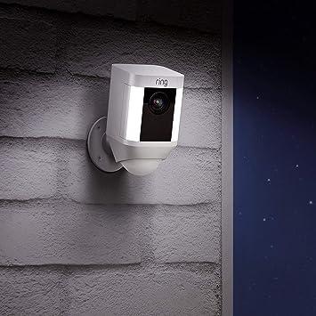 Ring Spotlight Cam Battery | Cámara de seguridad HD con foco LED, alarma, comunicación bidireccional, funciona con batería