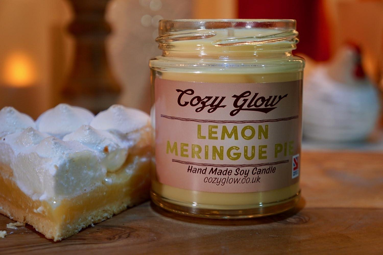 Vela de soja Cozy Glow con olor de pastel de limón de 30 horas de tiempo de consumo en frasco para vela de 201 ml: Amazon.es: Hogar