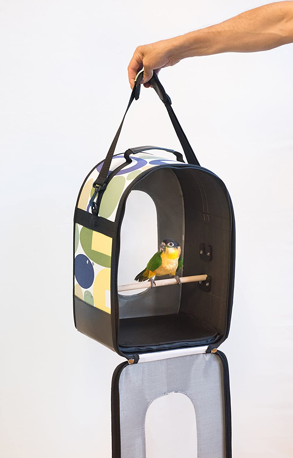 Amazon Com Prevue Pet Products Soft Sided Bird Travel Carrier With Perch Large Multicolor Pet Supplies
