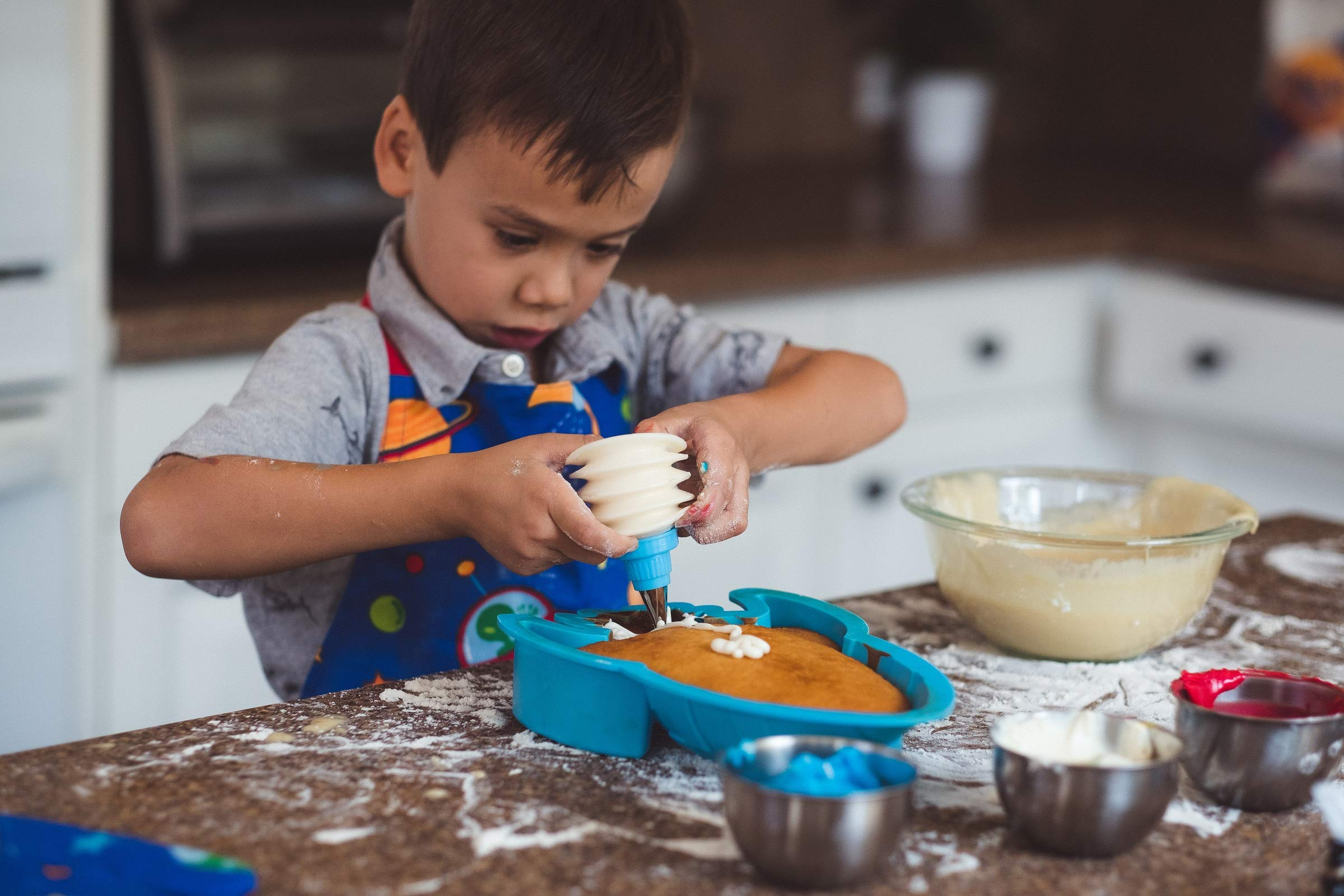Handstand Kitchen Out of this World 7-piece Real Rocket Shaped Cake Baking Set with Recipes for Kids by Handstand Kitchen (Image #3)