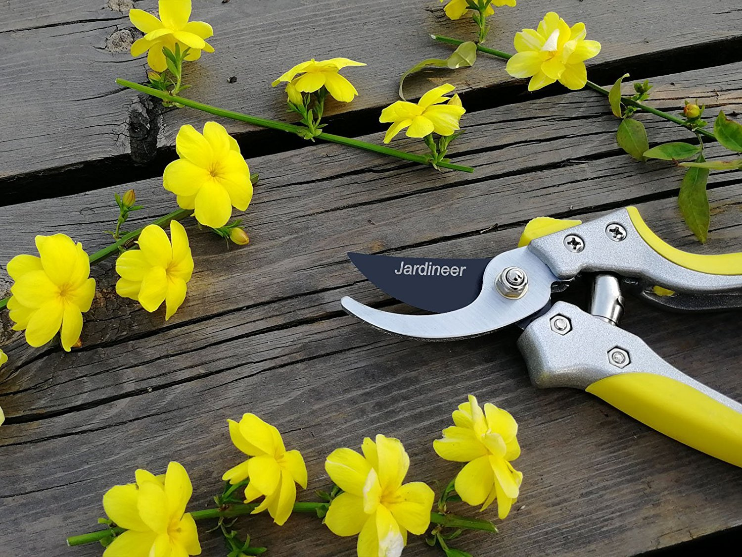 Jardineer Sharp and Durable Hand Bypass Pruners with Safety Lock, Tree Trimmers Secateurs, Garden Pruning Shears for Live Green Plants, Perfect Garden Clippers by Jardineer (Image #8)