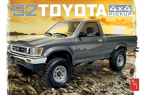 Toyota Pickup 4x4 >> Amt Amt1082 1992 Toyota Pick Up Model Kit White 1 20 Scale