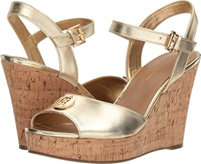 c2b086305b9 Amazon.com | Tommy Hilfiger Women's Balin | Platforms & Wedges