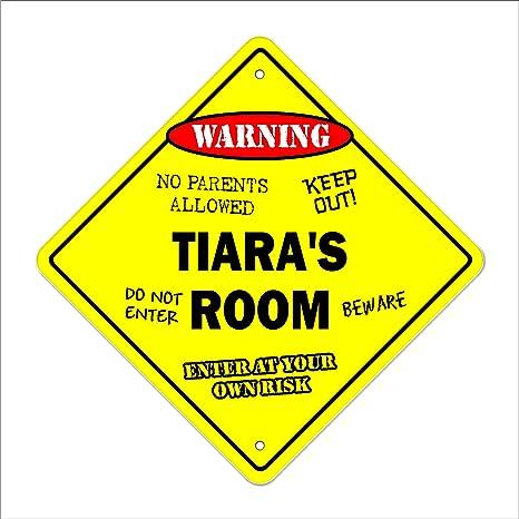 Amazon.com: Tiara - Señal de habitación con texto en inglés ...