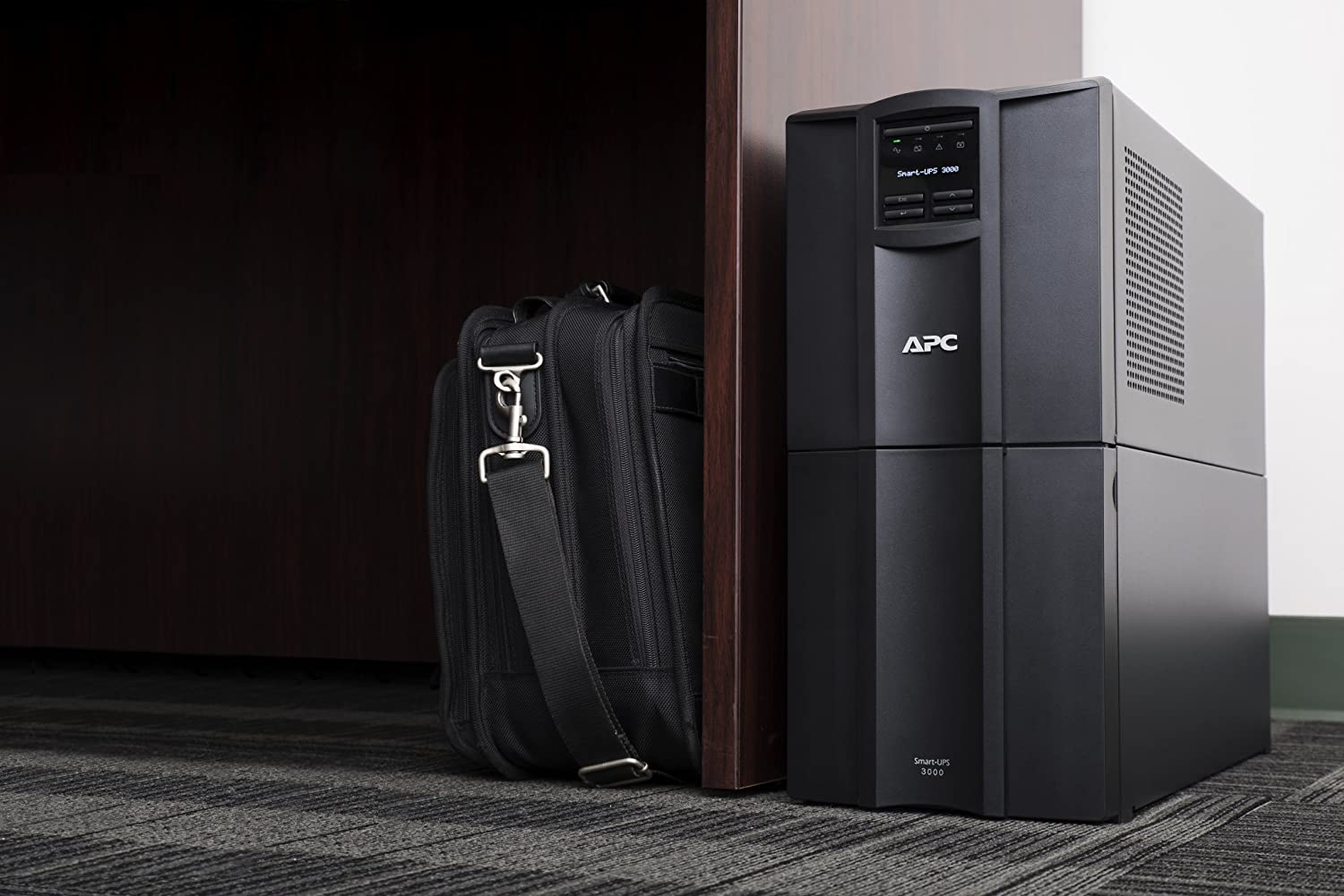 APC 3000VA Smart-UPS with SmartConnect, Pure Sinewave UPS Battery Backup,  Line Interactive, 120V Uninterruptible Power Supply (SMT3000C)