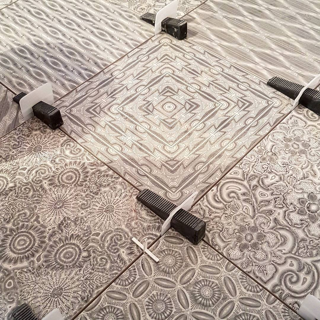 Instalaci/ón de azulejos y piedra sin labios para Pro y DIY Sistema de nivelaci/ón de azulejos El producto m/ás preciso y fiable del mercado. Peygran 1 mm, 500 clips