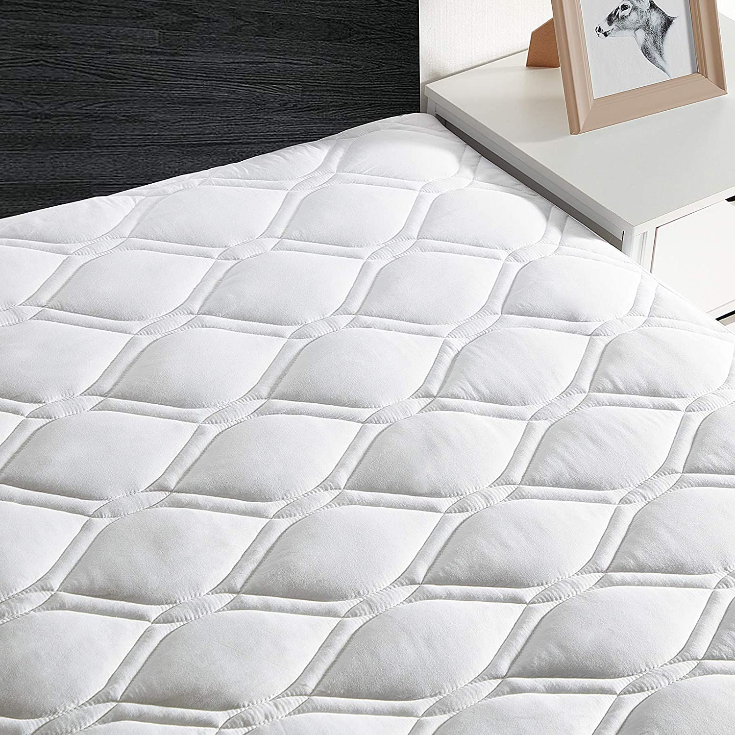 Queen Mattress Pad,Quilted Cooling Mattress Cover Stretches up to 21 Inches Deep,Soft,Breathable Mattress Protector