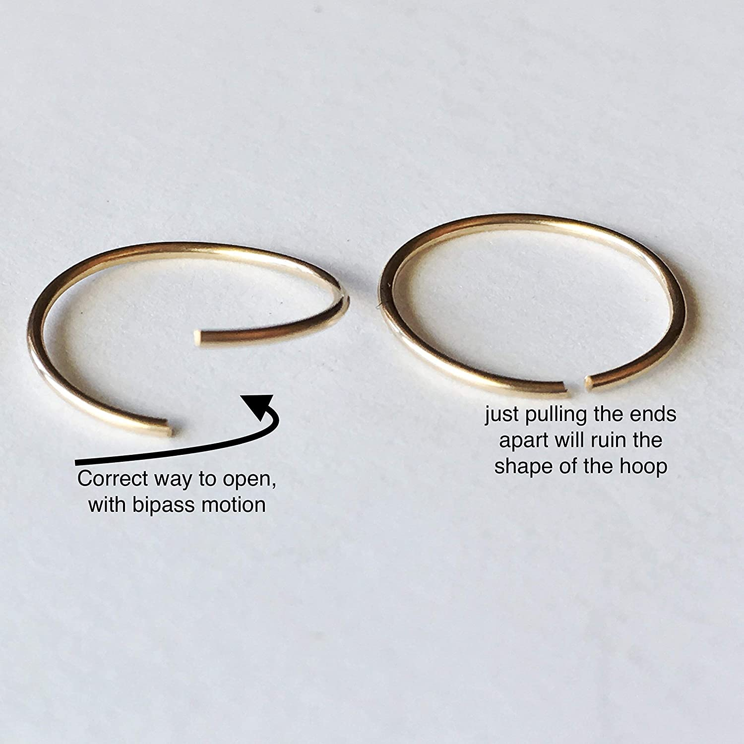 3d3b98c045e987 ... 3 Pairs Little Gold Hoop Earrings for Women, 6 mm 8 mm and 10 mm ...