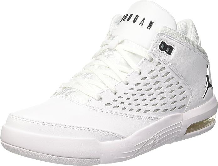 Pile de Nike Air Jordan Chaussures de basket ball sur fond