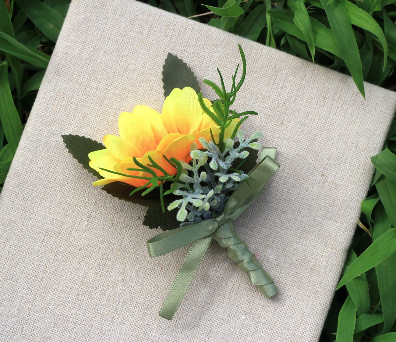 KUPARK 2pcs Artificial Sunflower Wedding Corsage Boutonniere for Party Prom Wedding